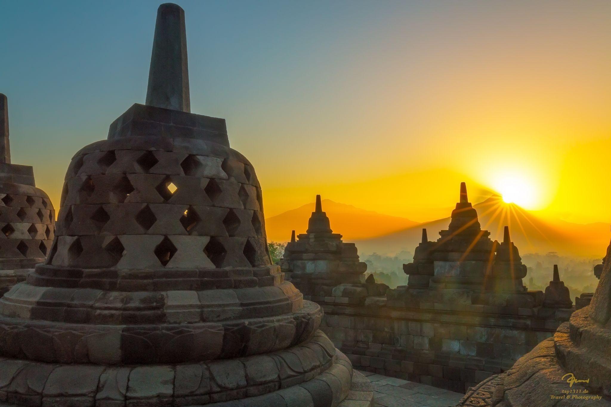 borobudur-temple-indonesia_l