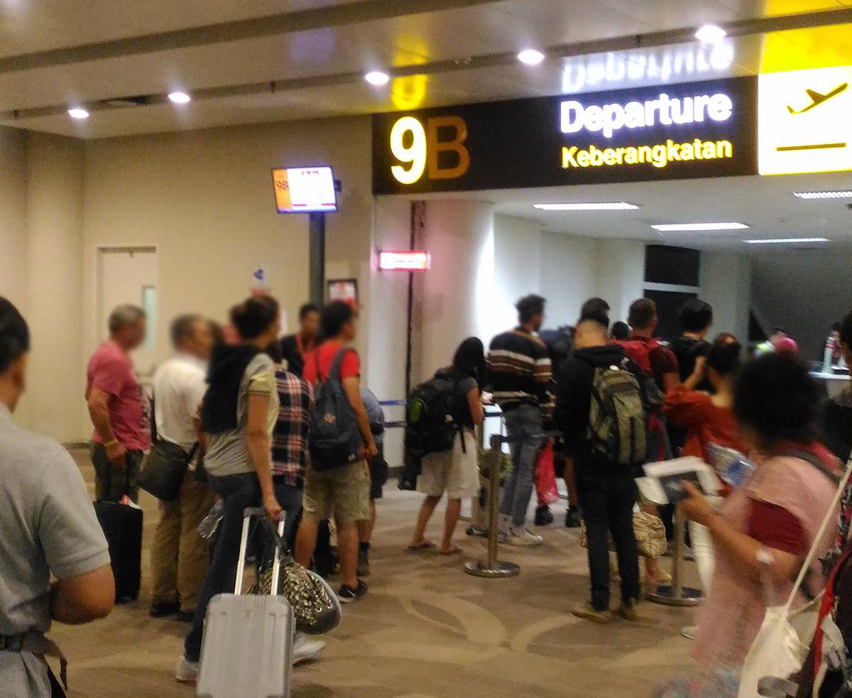 バリ島空港のエアアジアの搭乗口