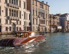 アマンベニス所有のボート