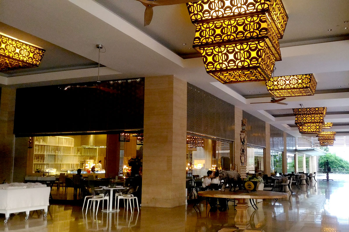 The cafe at Mulia